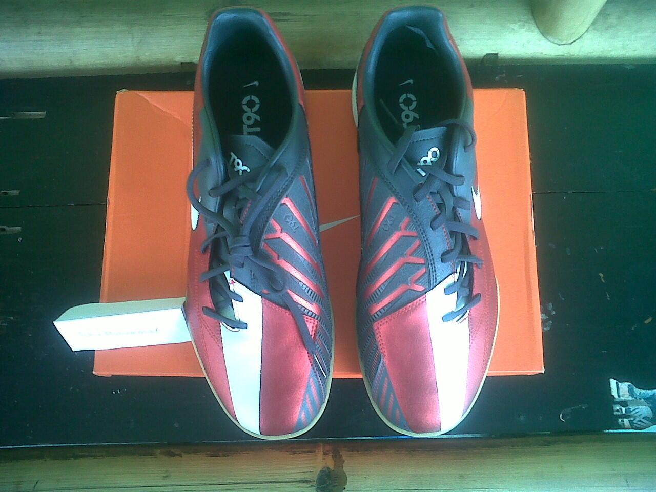 jual sepatu futsal Nike T90 shoot ic Merah putih 100% original baru