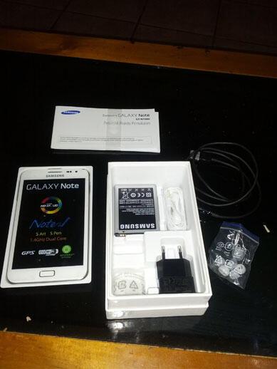[WTS] Galaxy Note 1 GT-N7000 masih garansi. Bonus 5 casing dan 8GB MC