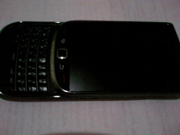 Dijual Blackberry Torch 9800 warna hitam/black ex garansi