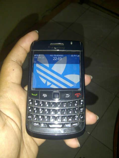 Jual blackberry Onyx 2 (black) garansi TAM sampai april 2013