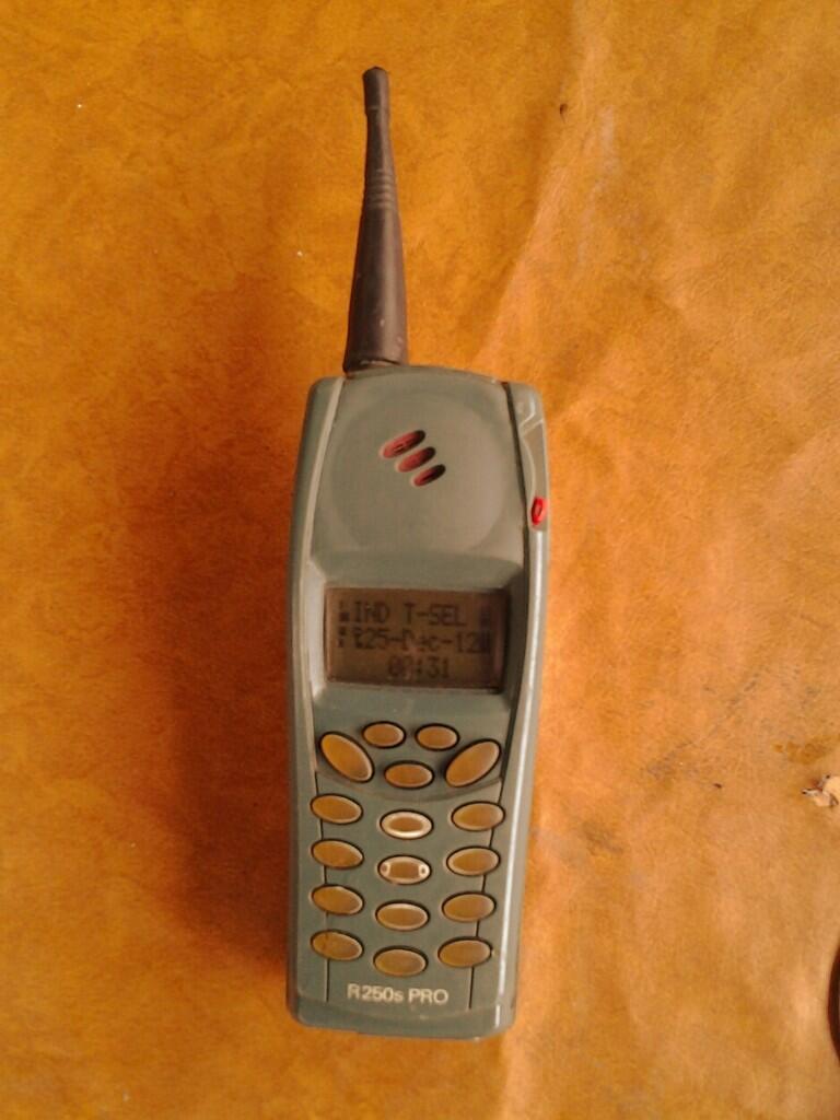 Hape Ericsson Jadul R250 apa adanya >>> jogja
