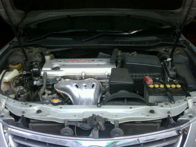 New Camry 2.4 V Automatic Silver 2010 Tangan1