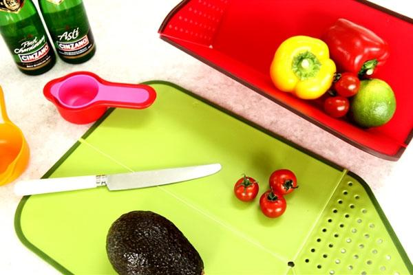 Foldable Chop and Rinse Cutting Board