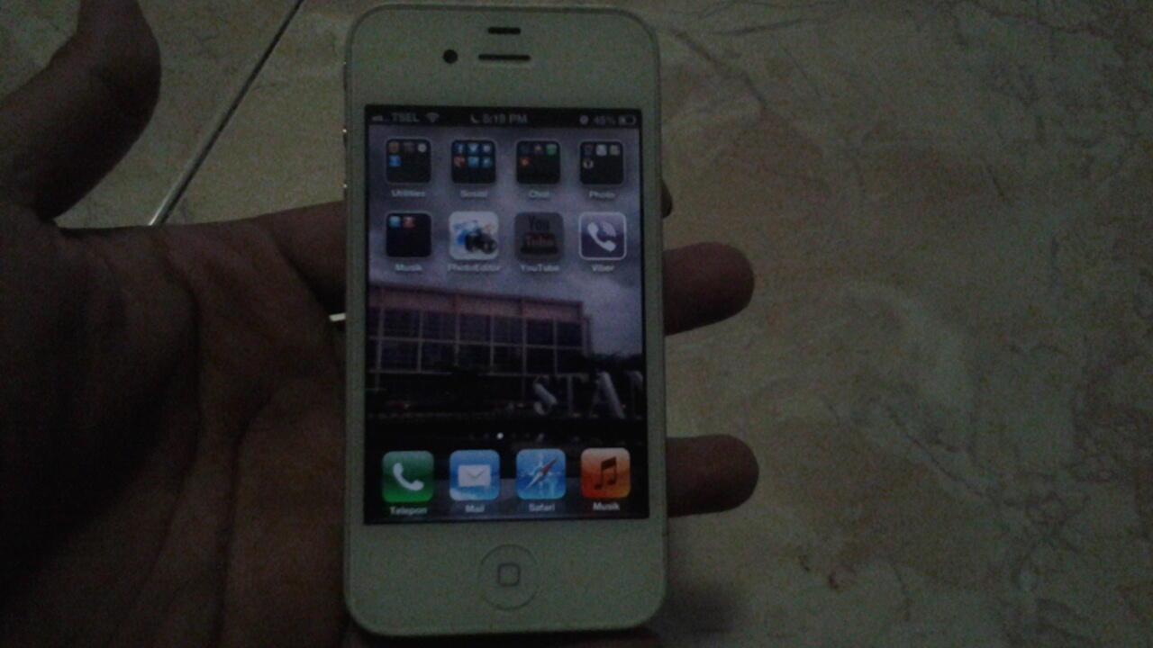 jual cepat IPHONE 4 32GB white 4juta SOLO dan sekitarnya