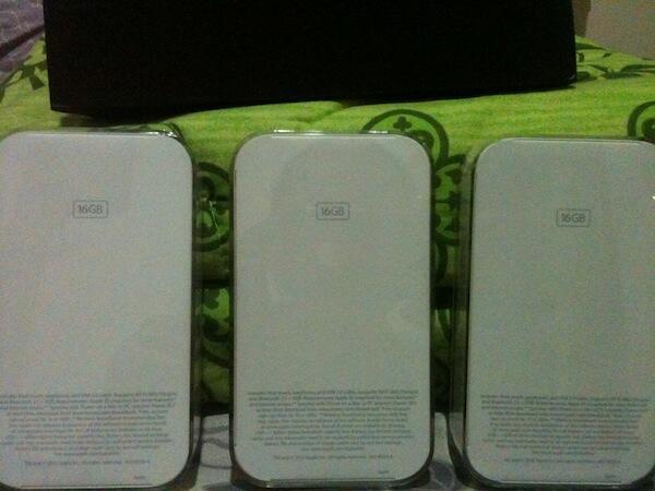 [WTS] IPOD TOUCH 4 16GB BNIB GARANSI IBOX INDONESIA 1.6JT CHUY