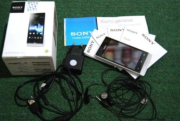 Sony Xperia Miro (ST23i) White Super Mulus Baru 3 Minggu Bandung
