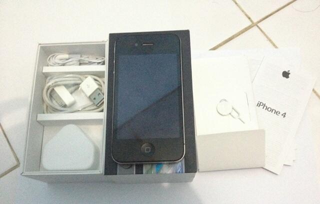iphone 4 black 16gb dan 32gb gsm fu mulus murah lengkap [bandung bdg]