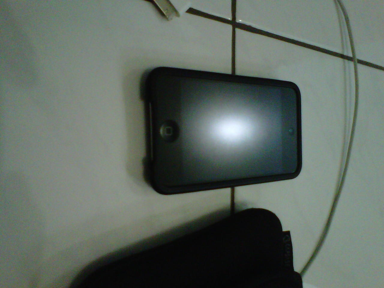 Jual Ipod touch 4th 32 GB Black (GARANSI tinggal 5 bulan lagi)