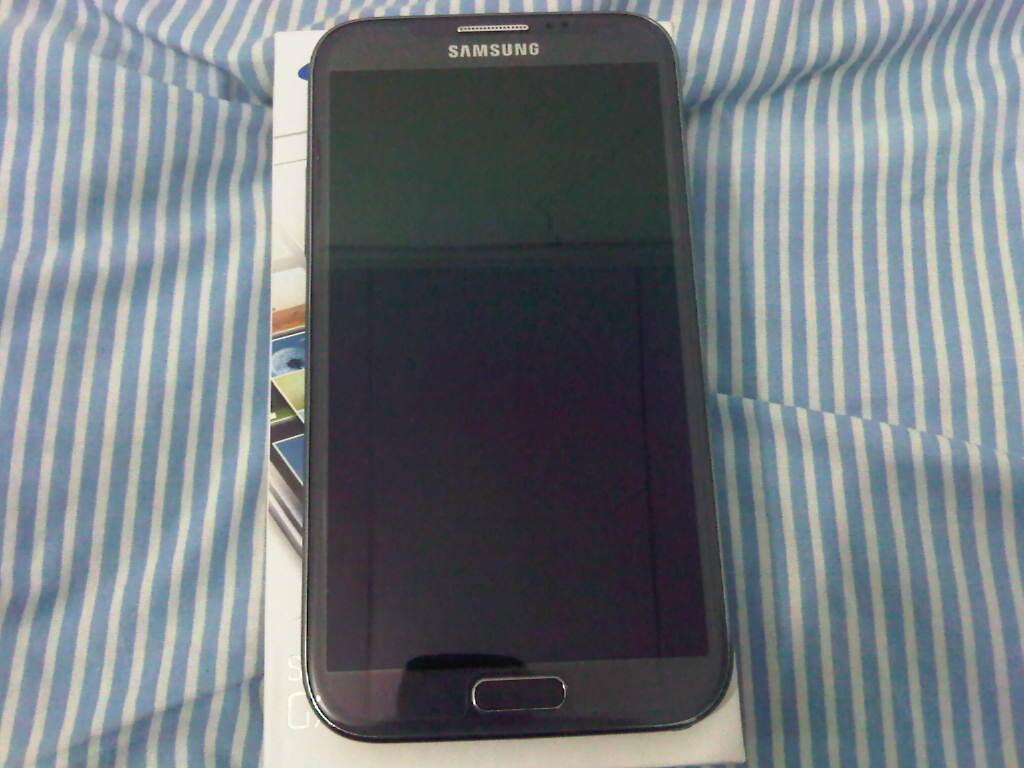 Samsung galaxy Note 2 N7100 Grey mulus 99% Garansi SEIN s/d Des 2013 hrg 6.5 jt nego