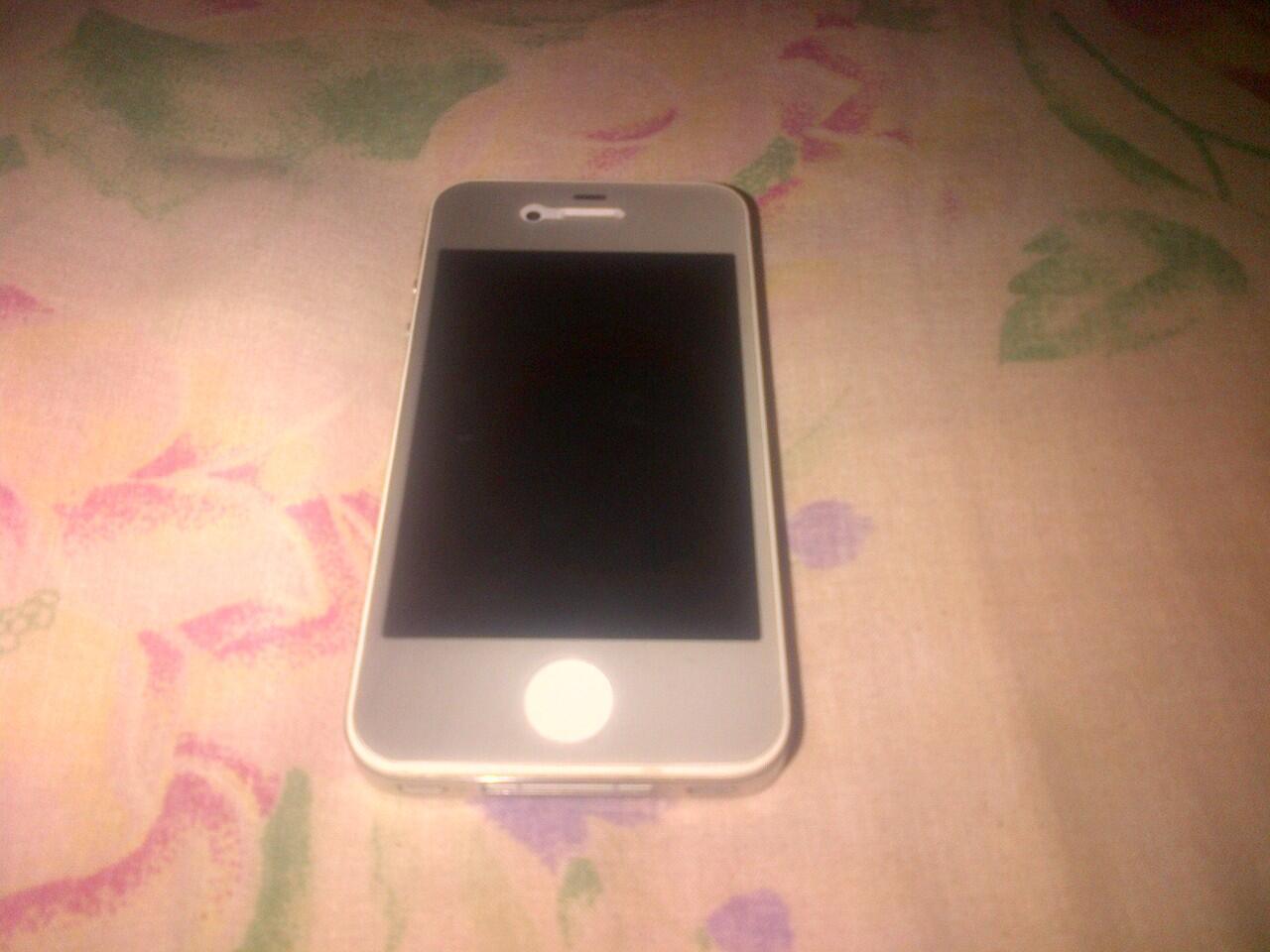 Jual Iphone 4S 32GB Putih Mulus Lengkap Garansi
