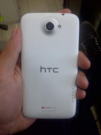 HTC One X white kondisi 95% garansi trikom sampai juni harga bersaingg