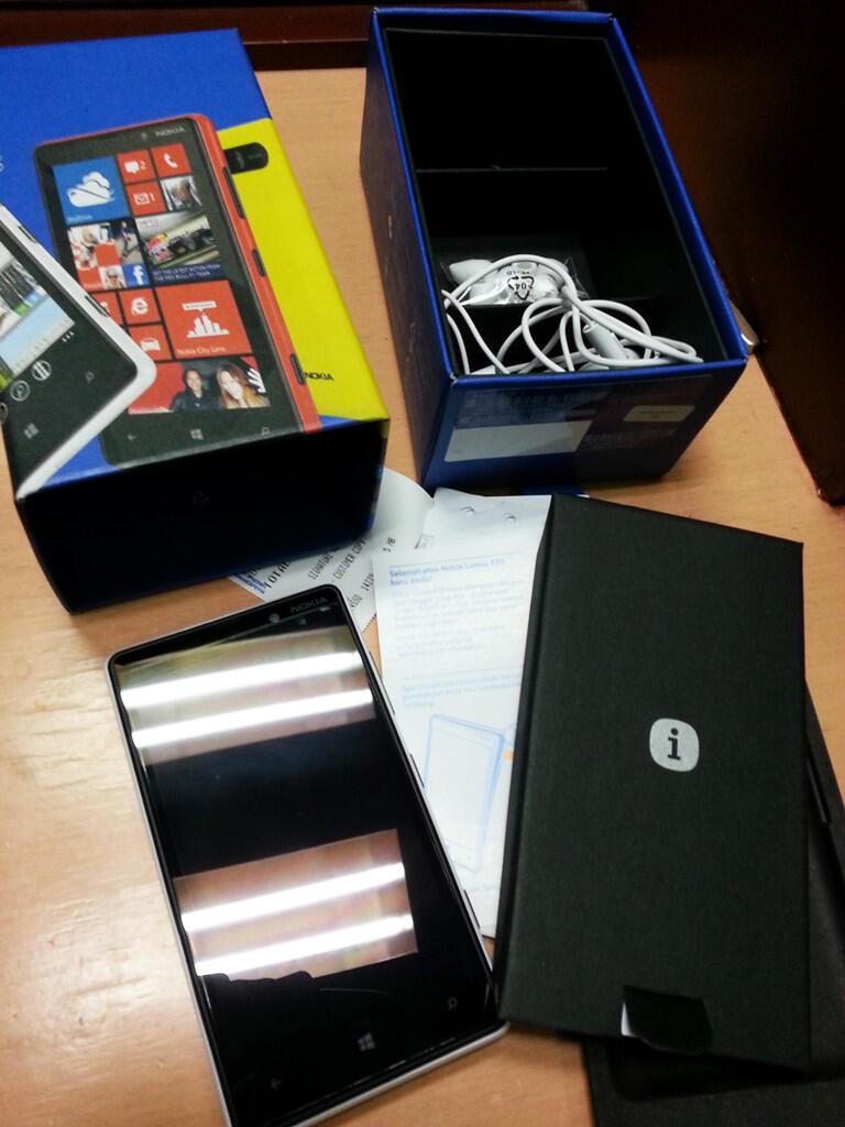 NOKIA Lumia 820 white Windows Phone 8 ! baru pake 4hari! Like NEW!!