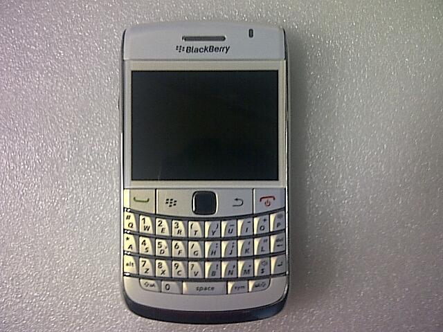 Blackberry 9780 ( Onyx 2 ) Putih