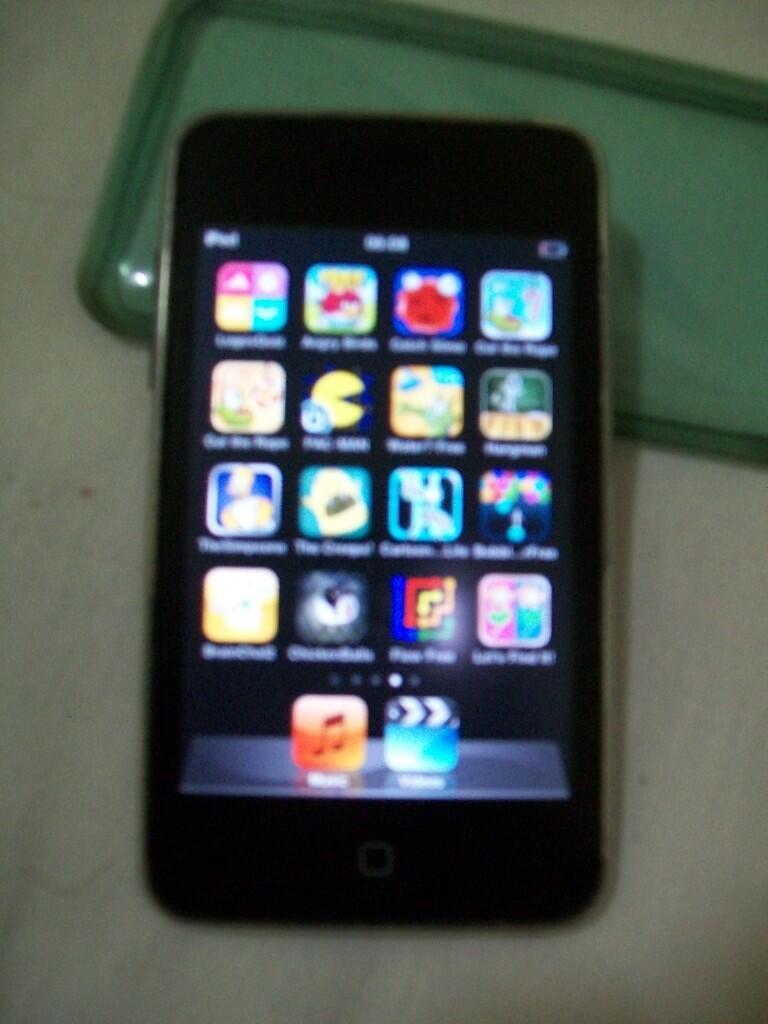JUAL CEPAT BU Ipod Touch Gen 2 (16giga) murah aja!!!