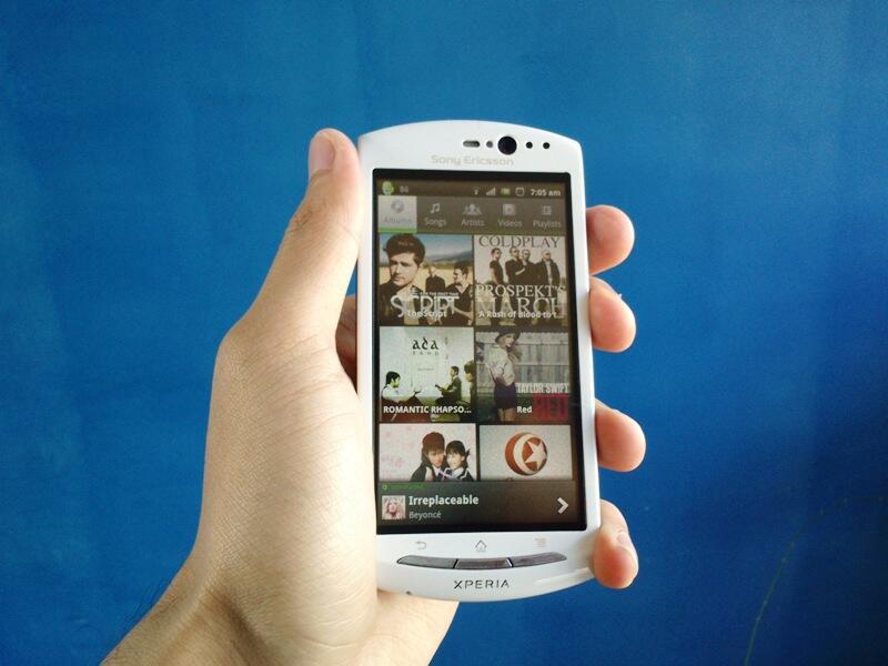 Santai Sony Ericsson Xperia Neo V Bandung