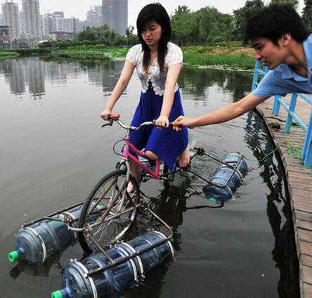 Sepeda Apung : Solusi Kreatif Atasi Banjir