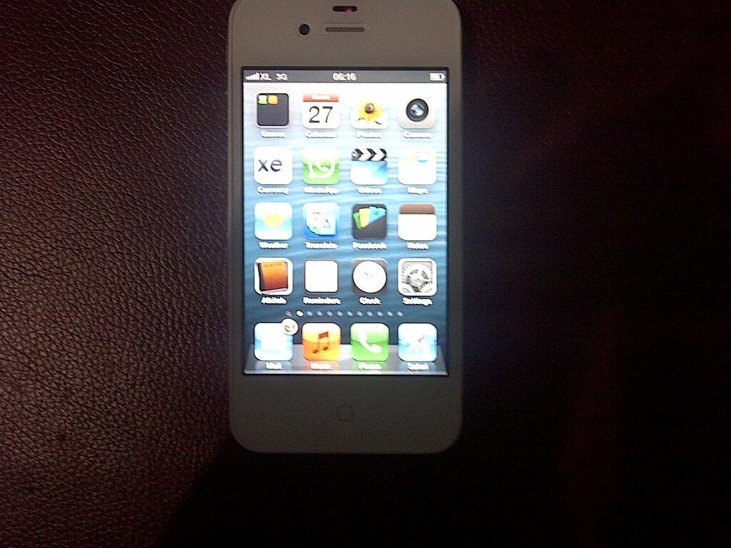 Jual iPhone 4S 16GB White garansi Internasional baru dua bulan pakai