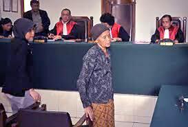 Nenek Mencuri Singkong Karena Lapar 2,5 Tahun Penjara