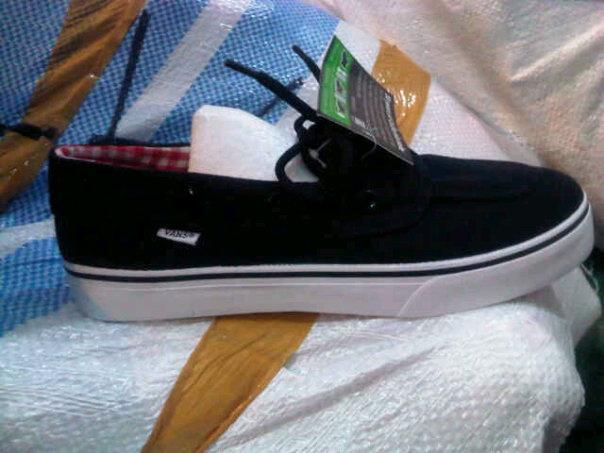 NEW VANS SHOES WITH BEST PRICE !!! MASUK GAN !!!