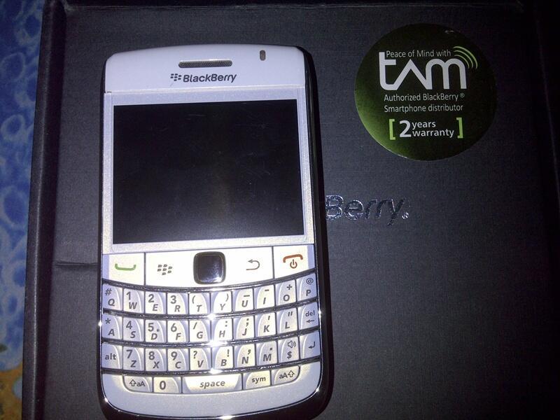 WTS: BLACKBERRY ONYX 1 / 9700 WHITE (SECOND) GARANSI TAM!!!!!!!!!!!!!