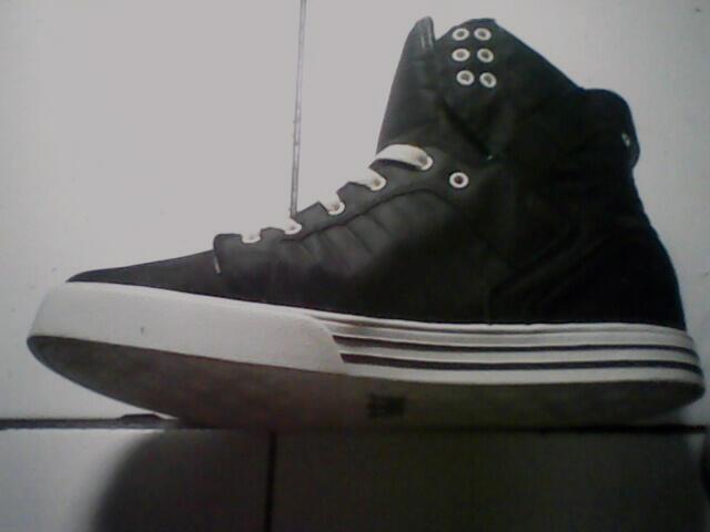 Sepatu supra skytop