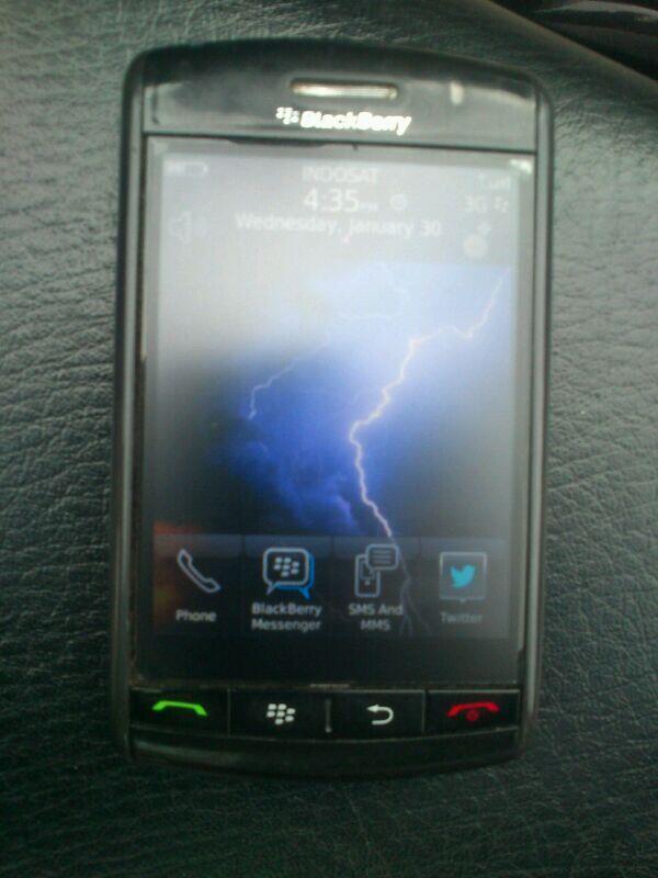 jual blackberry 9500 aka strom1 solo...