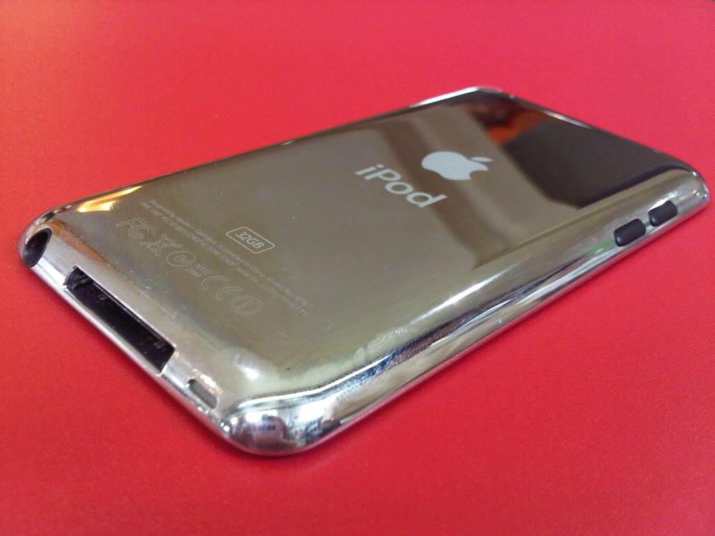 iPOD Touch 4 Generation 32GB FULLSET, Mulus 99% + Banyak BONUS!!