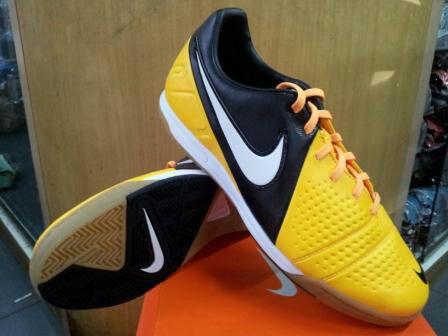 ane mau jual sepatu futsal CTR liberto warna orange item yg terbaru size 42
