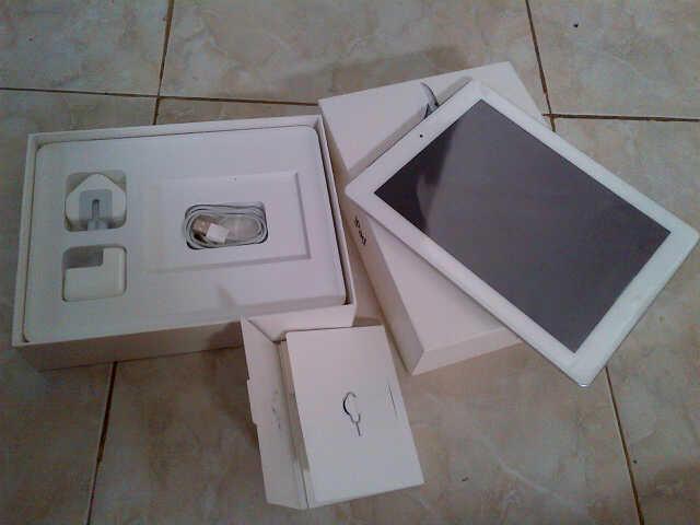 Ipad 3 white 64Gb, 4G + wifi, non jailbrake...kondisi MANTAP!!!!!