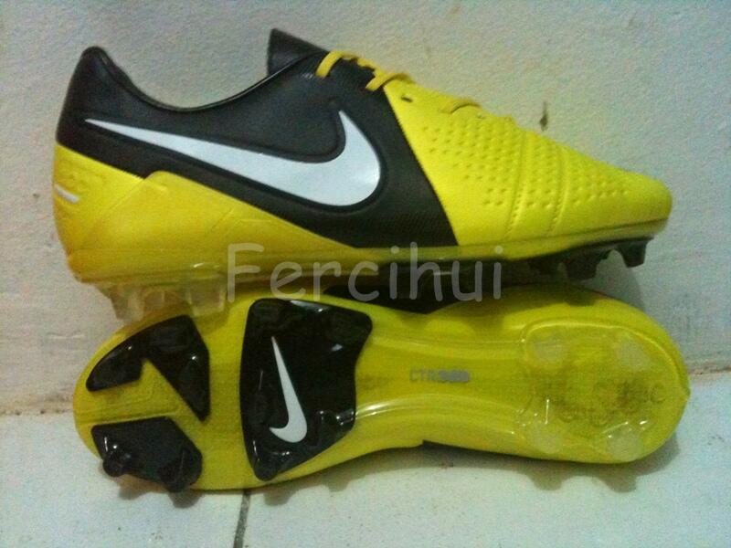 Replika Futsal dan Bola Nike CTR 360 Iniesta Maestri III dan Liberto !!