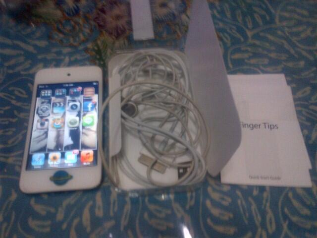 wts> itouch / ipod touch gen 4 8GB pembelian blm setahun warna putih