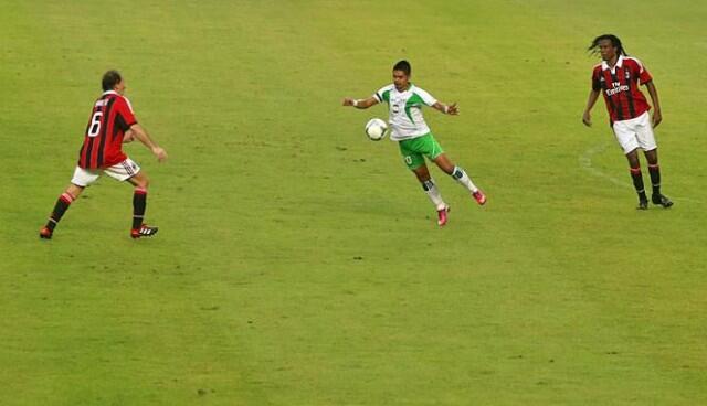 Indonesia All Star Legend - AC Milan Glorie , Skor 2 - 4