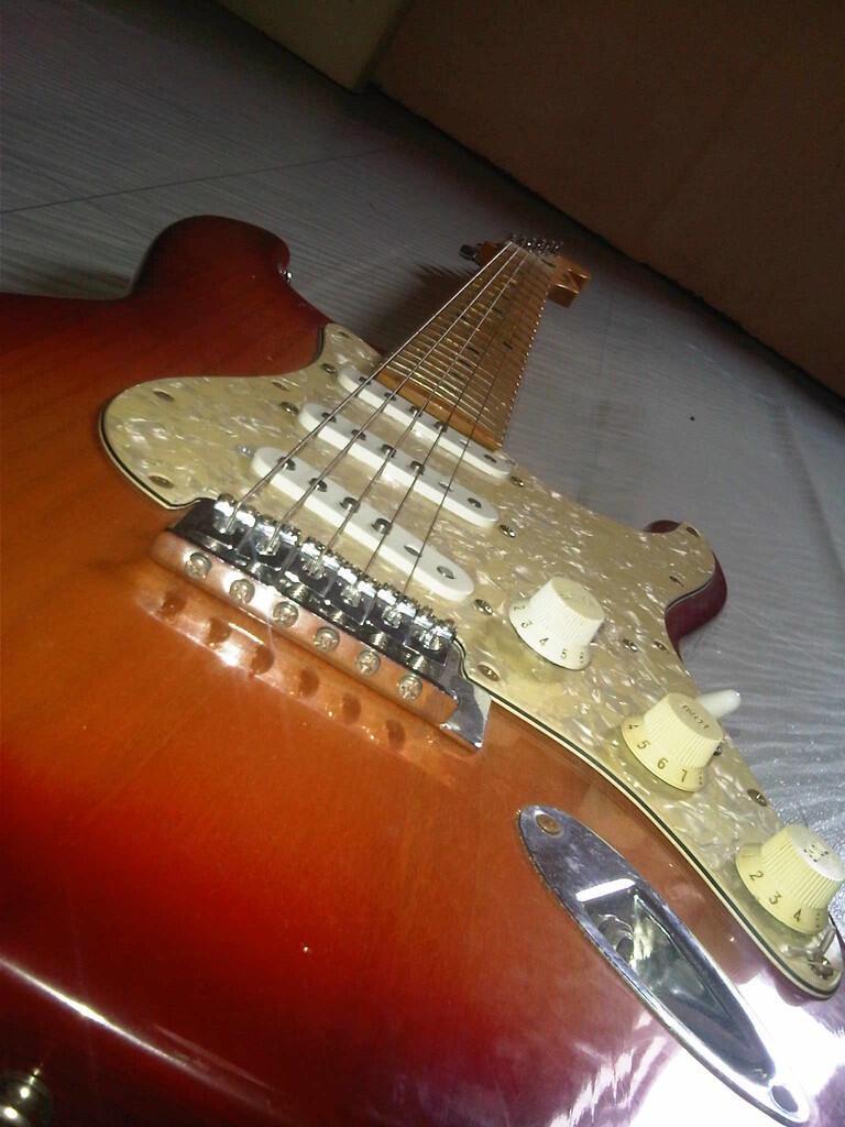 jual gitar / guitar fender stratocaster