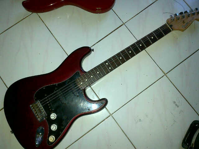 Forsale : Fender Stratocaster Redwine Made in Mexico
