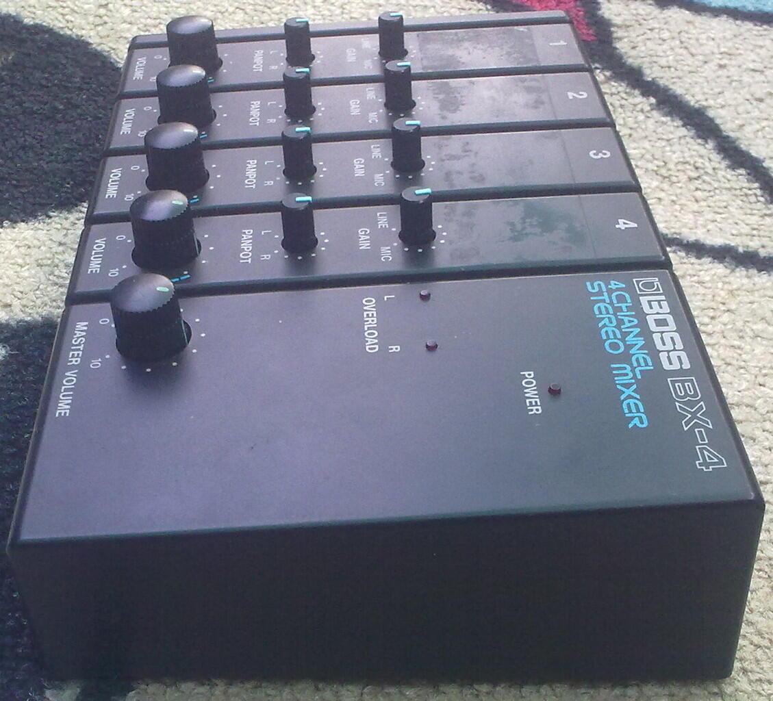 Mixer BOSS 4 CH Made in : Japan