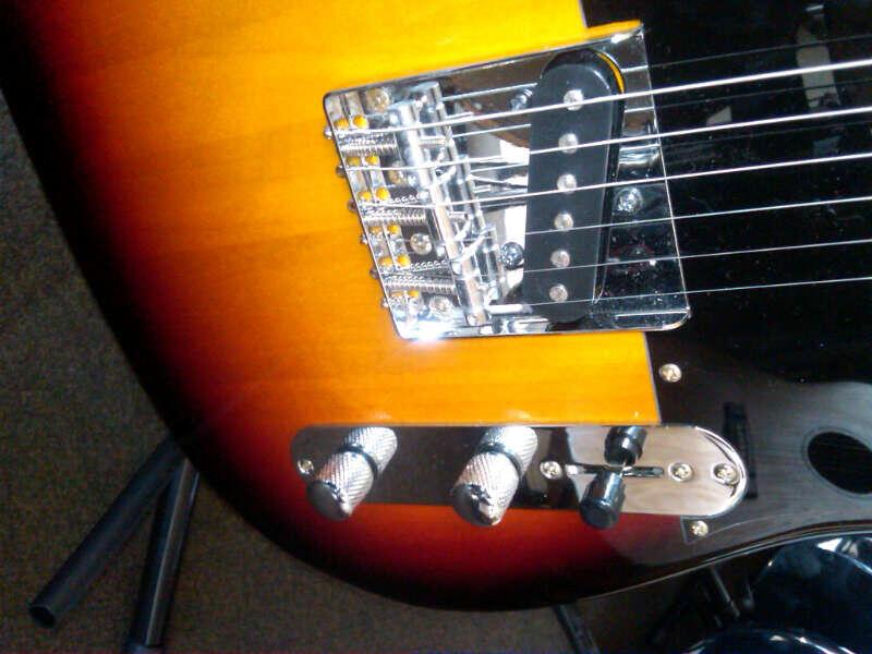Jual Gitar Jackson Flying-V Factory dan Fender Tele Custom Sunburst