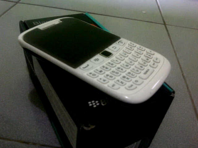 BlackBerry Armstrong (BB Curve 9320) White and Black