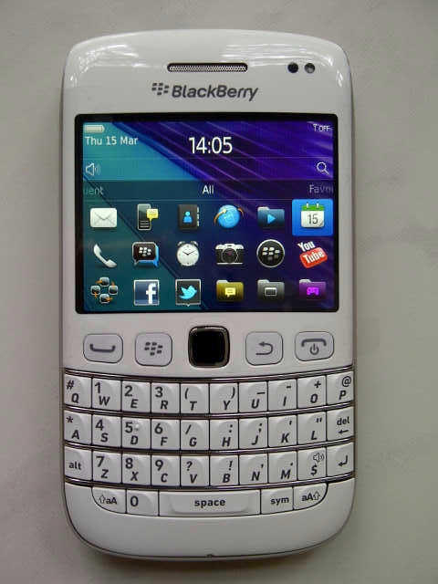 Blackberry Bellagio (Onyx 3) 9790 White and Black