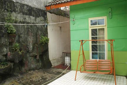 sewa villa di puncak - cianjur / bogor villa keluarga cemara