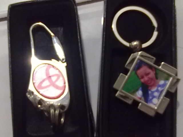 JASA PEMBUATAN PIN,T-SHIRT, & MUG untuk Souvenir & Merchandise (Up date Terus)