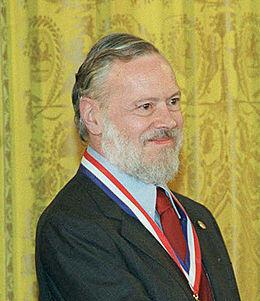 Kita mengenal Steve Jobs (Apple.Inc) dan Melupakan Dennis Ritchie ( penemu C & UNIX )