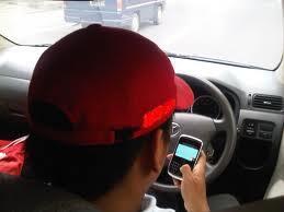 kosentrasi kurang akibat sms/telp/bbm.an saat mengemudi.