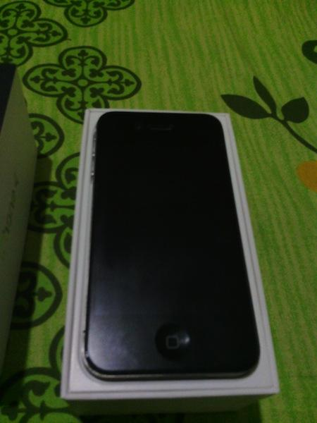 [WTS] IPHONE 4 16GB BLACK FU 98% MULUS, FULLSET, 100% NORMAL HANYA 3.4JT