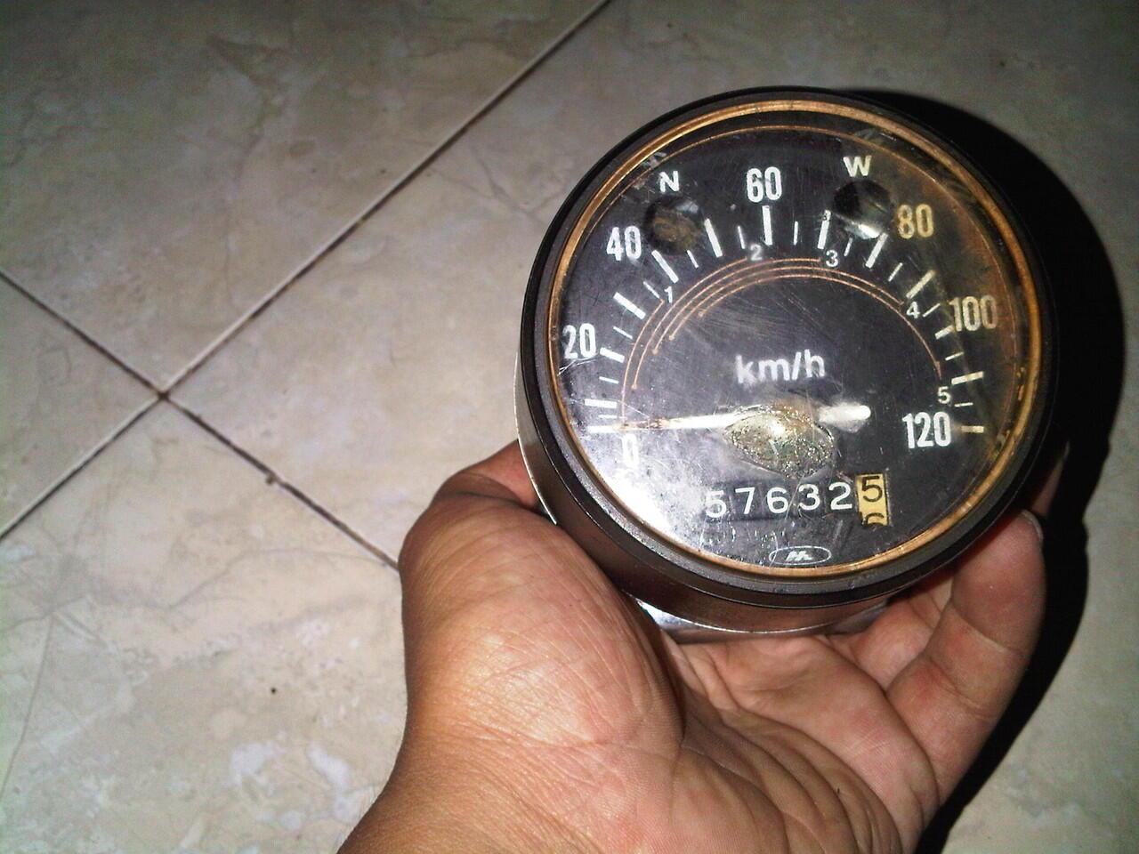 dijual spidometer cb 100 ori 2nd,lengkap dengan dudukannya