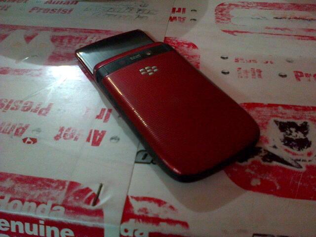 >> Jual Blackberry Torch 1 9800 Merah mulus Fullset Murah gan <<