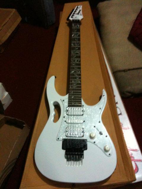 Gitar Ibanez Jem wh