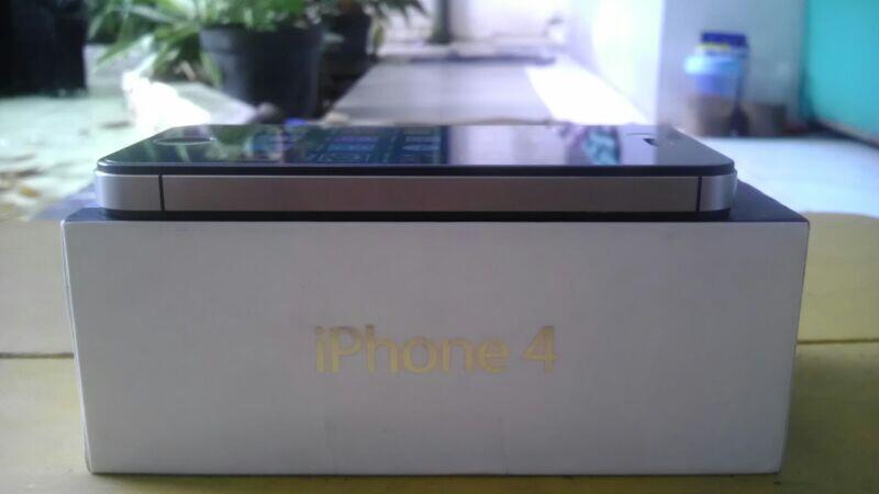 Iphone 4 CDMA 16GB Black Fullset (Surabaya & Sidoarjo)