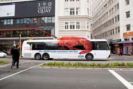 7 Bus Dengan Balutan Iklan yang Lucu dan Menarik