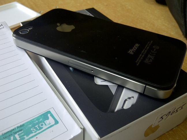 iphone4 32gb garansi resmi ses cuman 3.7juta