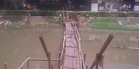 Ada jembatan ala Indiana Jones di kawasan elite Menteng